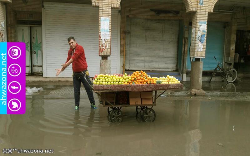 إنغمرت معظم شوارع المدن الأحوازية بمياه المجاري والأمطار