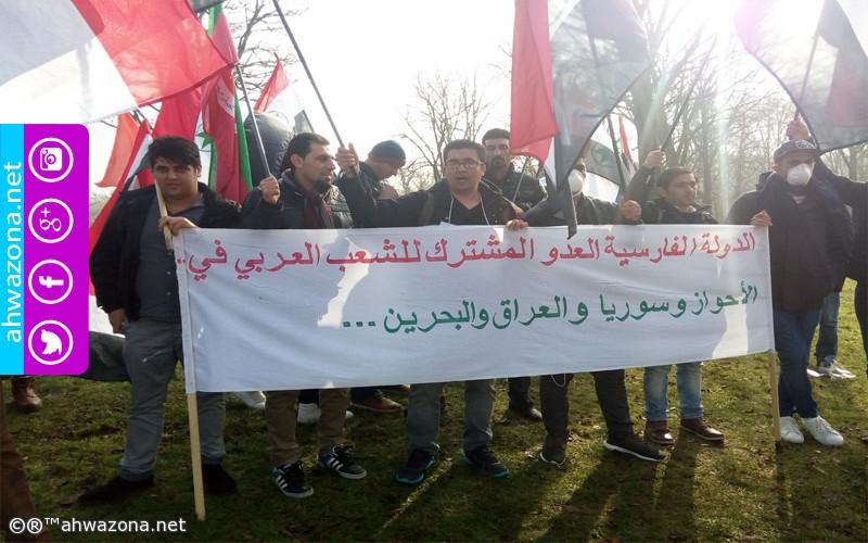 تظاهرات حاشدة أمام مقر السفارة الإيرانية في لاهاي العاصمة السياسية الهولندية