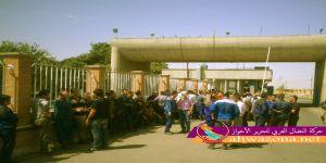 عمال شركة البتروكيماويات يتظاهرون بسبب عدم دفع رواتبهم