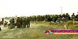 المواطنيين الأحوازيين يقطعون الطريق الرئيسي في ميناء دير